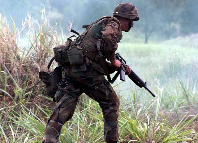 soldado con cantimplora